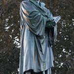 Паметник Мартин Лутер