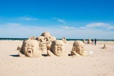 Фигури на плажа